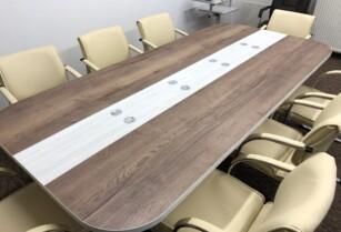 Velký konferenční stůl pro 8-10 osob