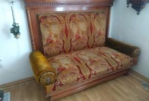 Starožitná pohovka a židle